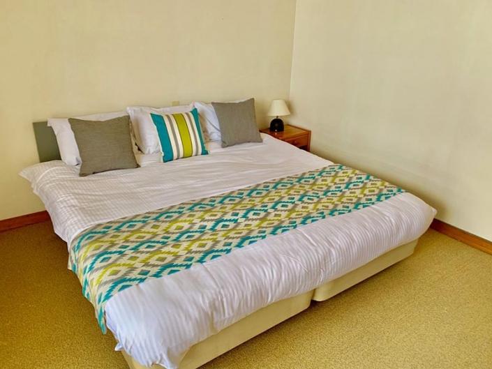 Twin Room Super Queen Bed
